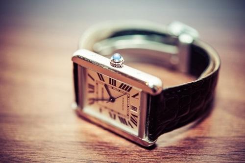 小若江の質屋で時計や楽器の高額な査定を目指すなら