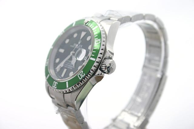 東大阪でリサイクルに出したい腕時計があれば質屋での鑑定を