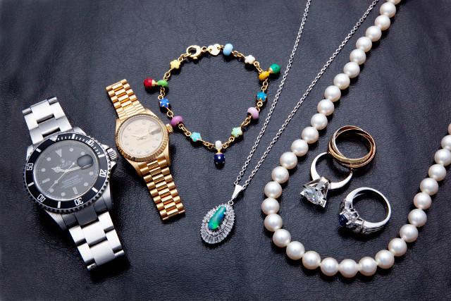 ブランド品のアクセサリーや時計